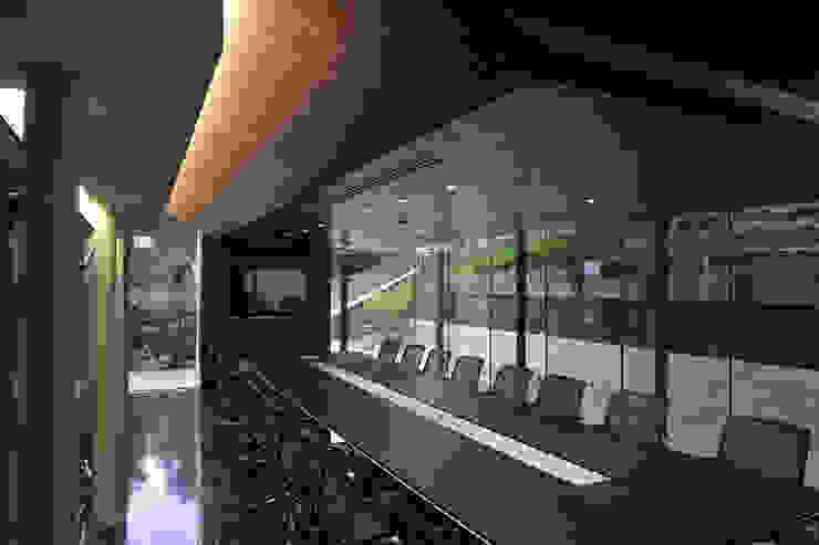 sala riunioni Negozi & Locali commerciali moderni di SPAZI MULTIPLI Moderno