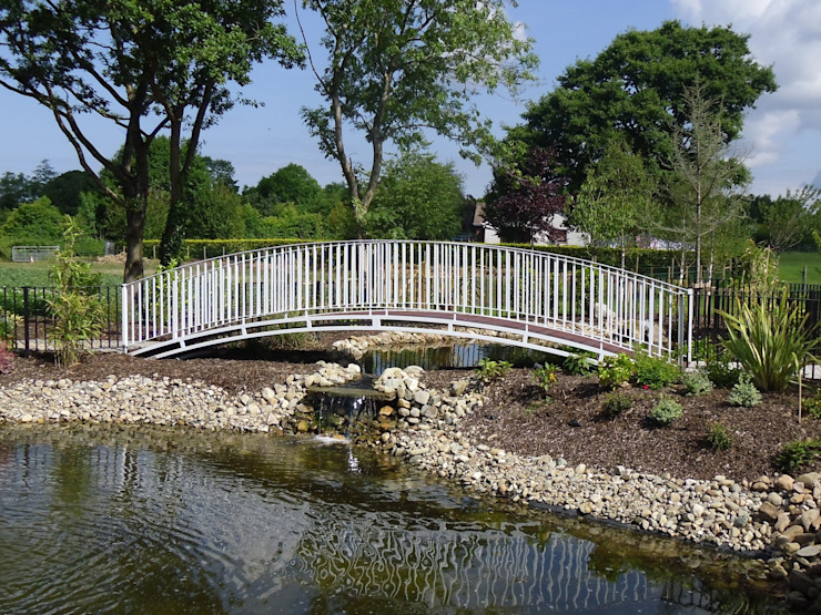 A Country Garden with <q>Style</q> Country style garden by Kevin Cooper Garden Design Country