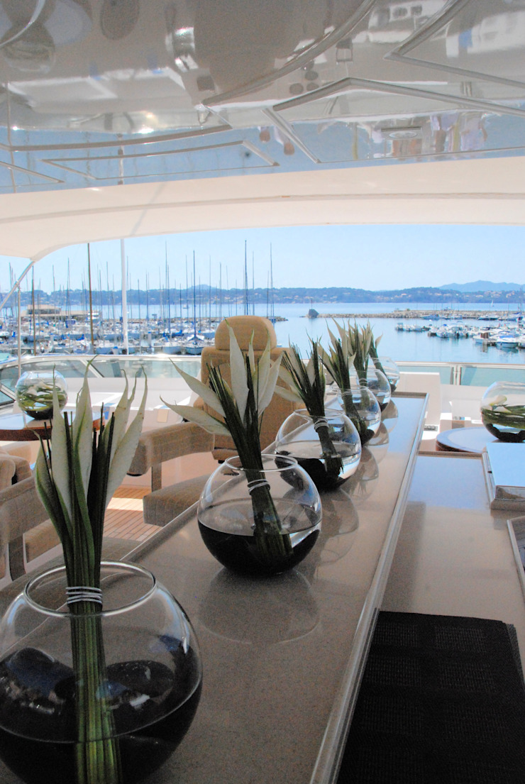 La villa N•8 et son Yacht par Lionel Roche