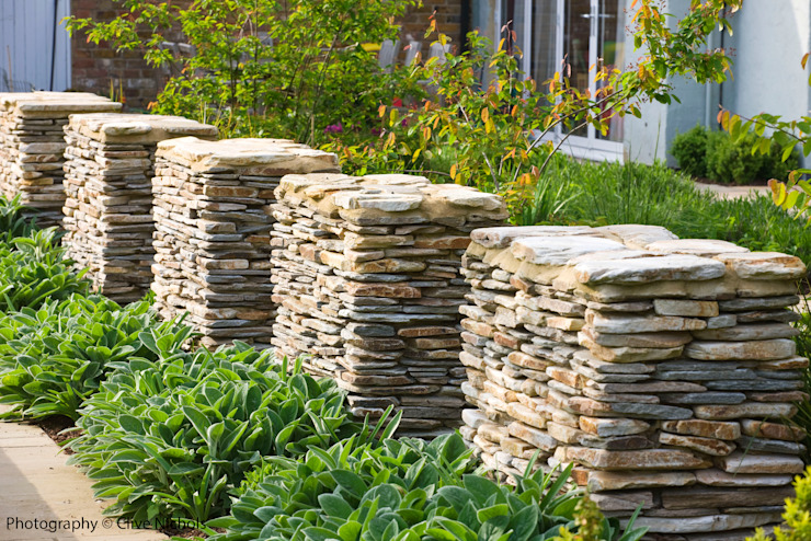 Wednesday House Country style garden by Aralia Country Stone
