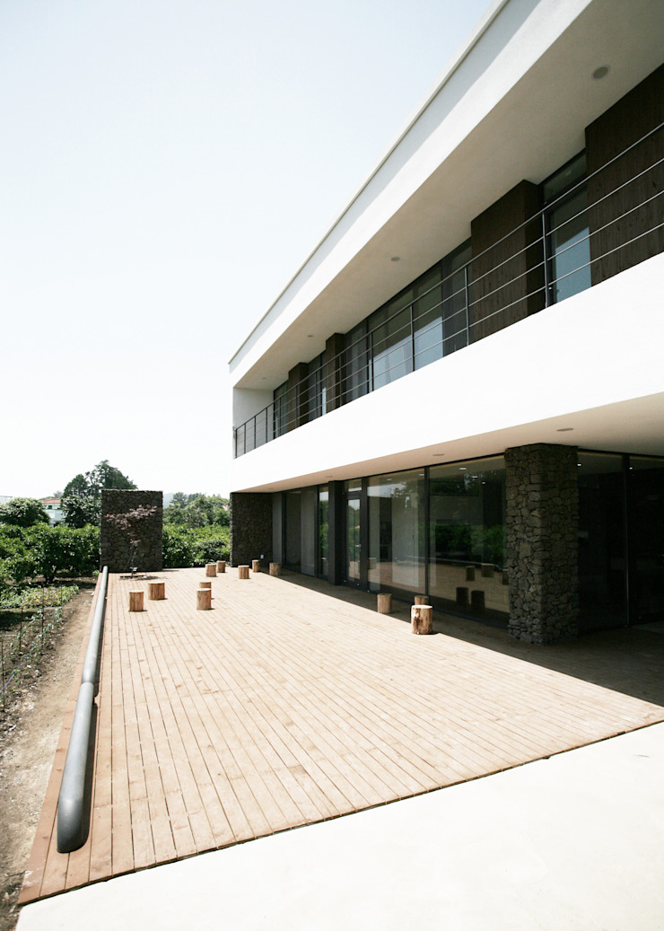 Modern terrace by HBA-rchitects Modern