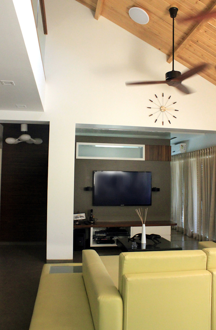 LIVING AREA: modern  by atuljoshi innovations, Modern