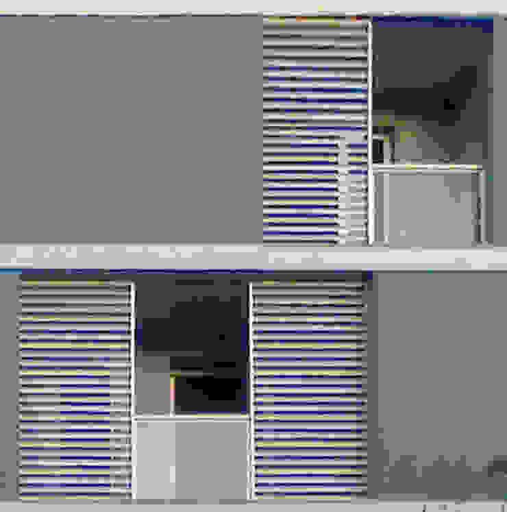 Residenza Sam Balcone, Veranda & Terrazza in stile moderno di Laura Marini Architetto Moderno
