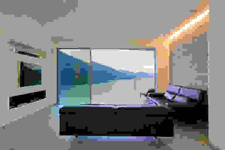 Salones de estilo moderno de Aldo Rampazzi Studio di Architettura Moderno