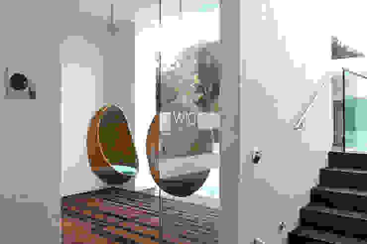 W10 Leisure Building Spazi commerciali moderni di Studio15 Design Moderno