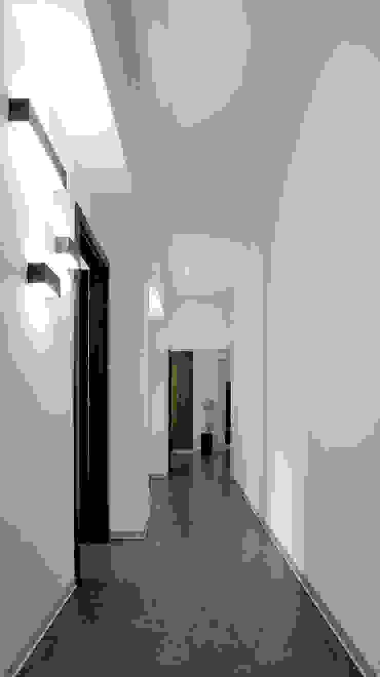 Corridor من BRENSO Architecture & Design حداثي