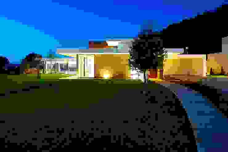 Casas de estilo minimalista de Risco Singular - Arquitectura Lda Minimalista