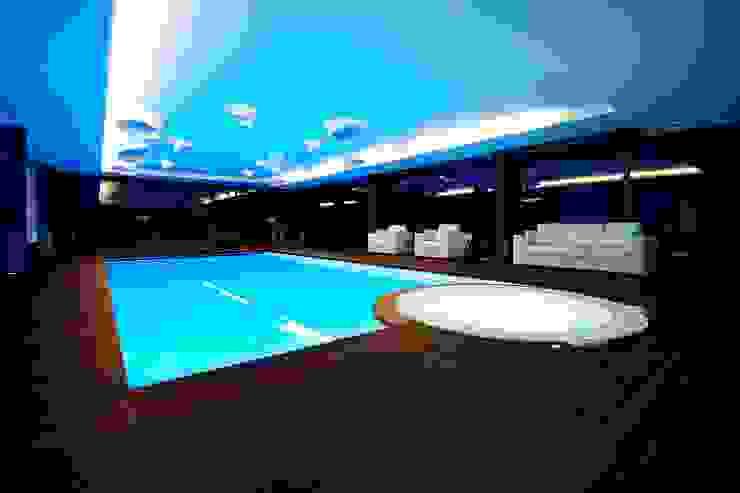 Augusta House Minimalistyczny basen od Risco Singular - Arquitectura Lda Minimalistyczny