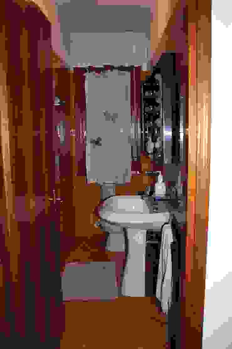 Il bagno di servizio, prima di STUDIO PAOLA FAVRETTO SAGL Moderno