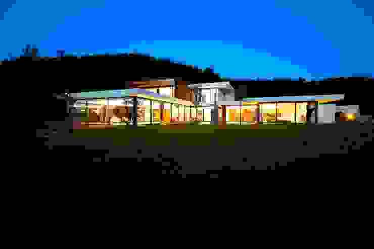Risco Singular - Arquitectura Lda Casas de estilo minimalista