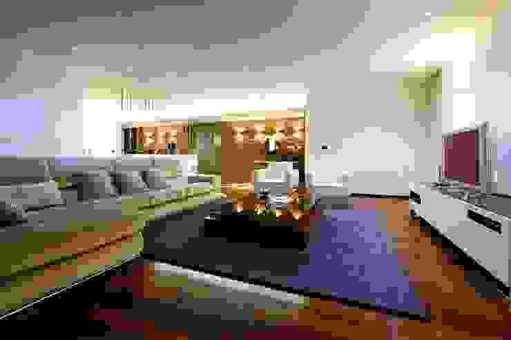 Salas de estilo minimalista de Risco Singular - Arquitectura Lda Minimalista
