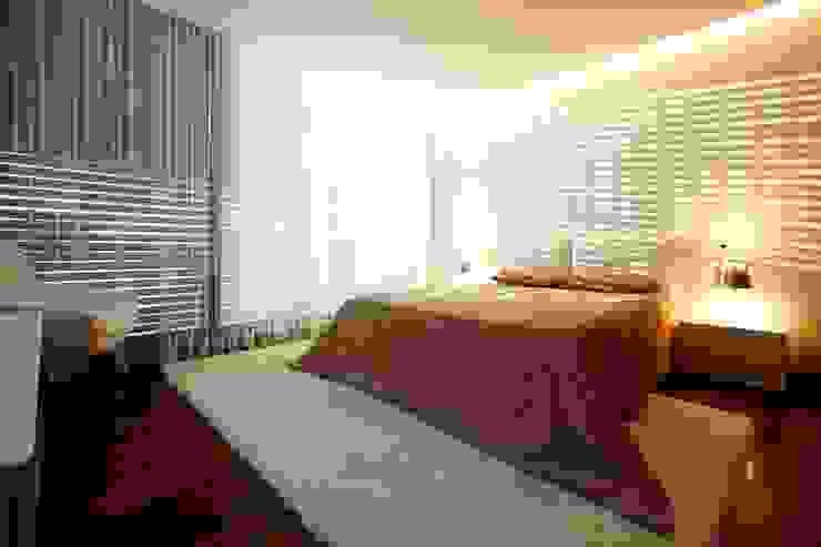 Minimalistyczna sypialnia od Risco Singular - Arquitectura Lda Minimalistyczny