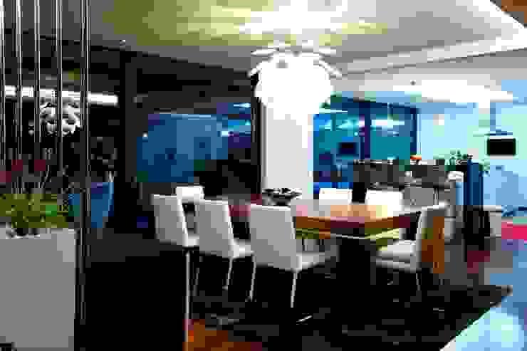Augusta House Minimalistyczna jadalnia od Risco Singular - Arquitectura Lda Minimalistyczny