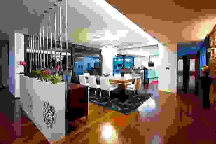 Augusta House Phòng ăn phong cách tối giản bởi Risco Singular - Arquitectura Lda Tối giản