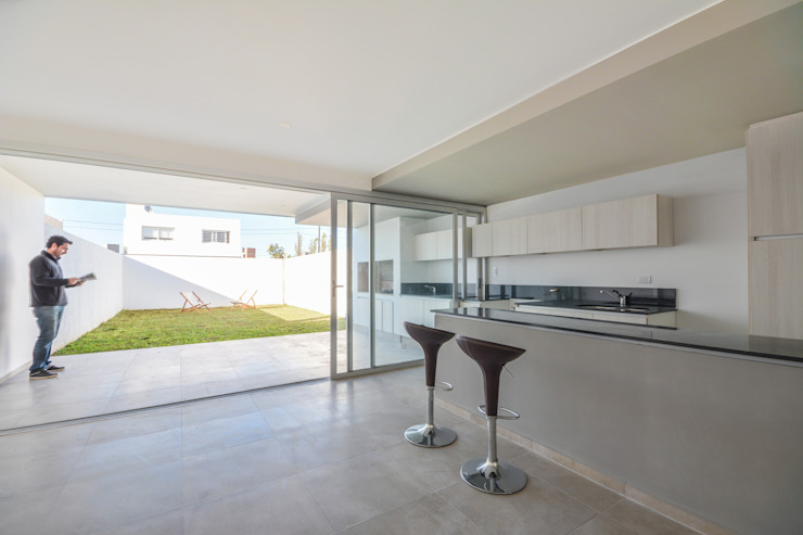 Estudio A+3 Modern kitchen
