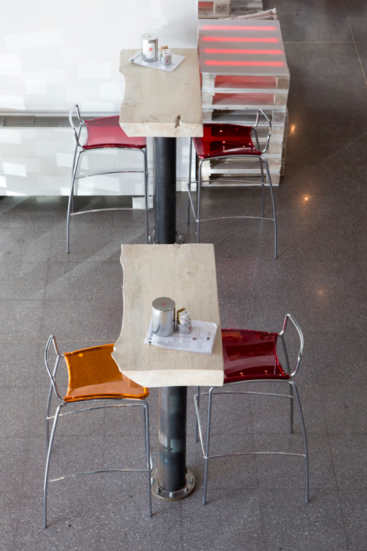 Detail tables and seats Gastronomie originale par BRENSO Architecture & Design Éclectique