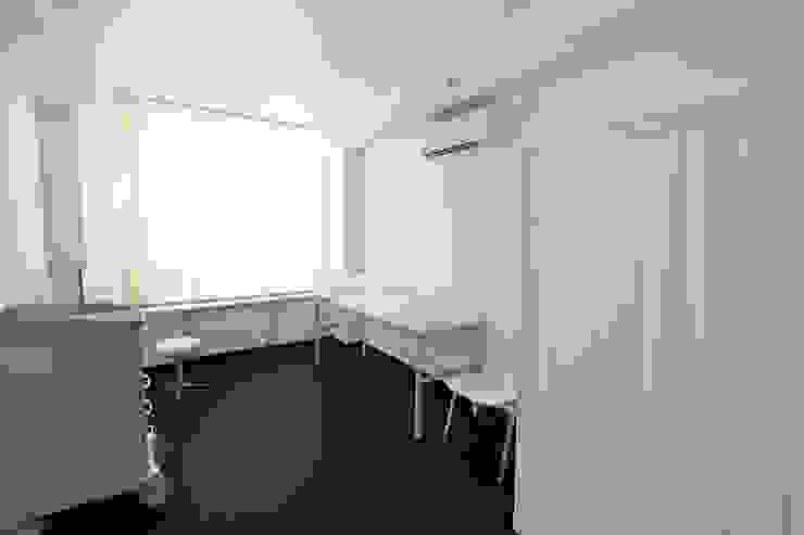 DMZ Diagnose Raum Minimalistische Krankenhäuser von SzturArchitekten GmbH Minimalistisch