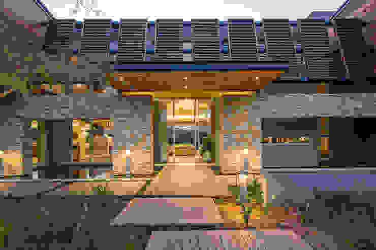 Albizia House Paredes e pisos modernos por Metropole Architects - South Africa Moderno