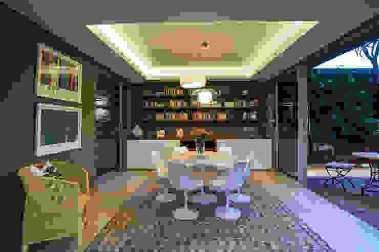 Albizia House Salas de jantar modernas por Metropole Architects - South Africa Moderno