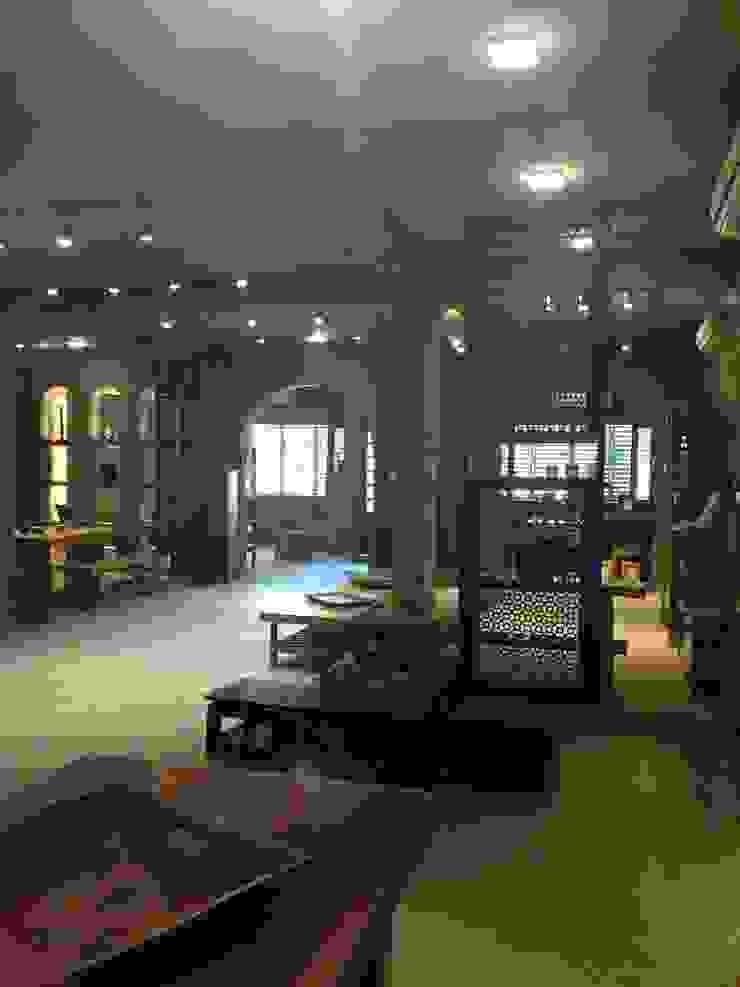 showroom designs: rustic  by kalakshetra designs,Rustic