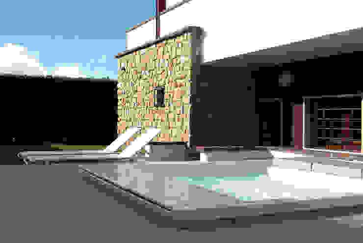 Modern pool by GRITTI ROLLO | Stefano Gritti e Sofia Rollo Modern