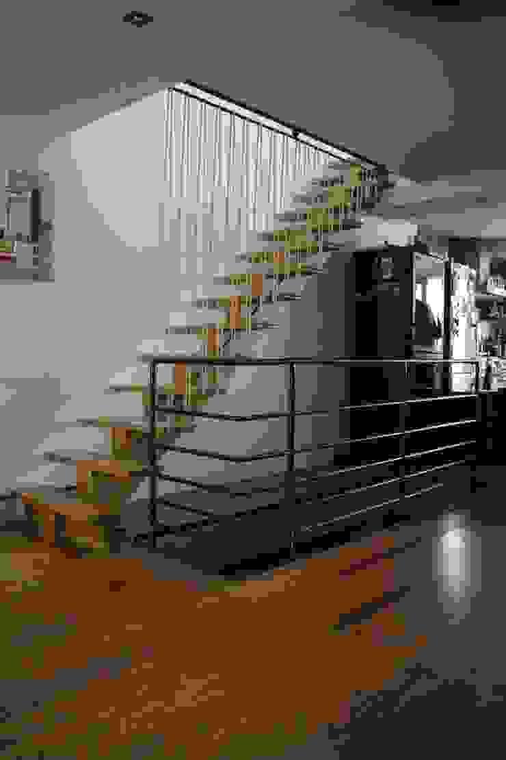 Garde-corps en acier et sandows ATELIER MACHLINE Escalier