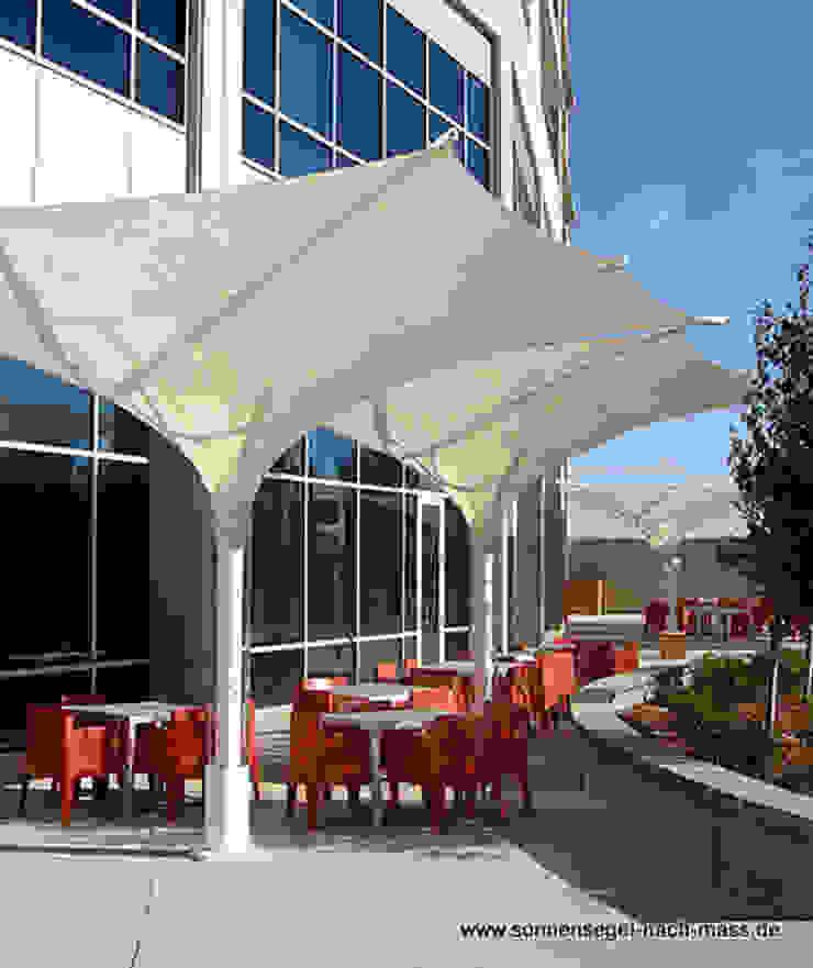 Sonnenschirme: modern  von Textile Sonnenschutz- Technik ,Modern