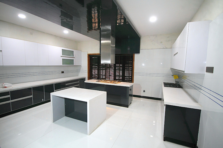 Kitchen: asian  by Livings, Asian