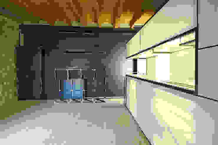 Cucina e+m 53 estudoquarto_studiostanza Cucina moderna di estudoquarto s.r.l. Moderno