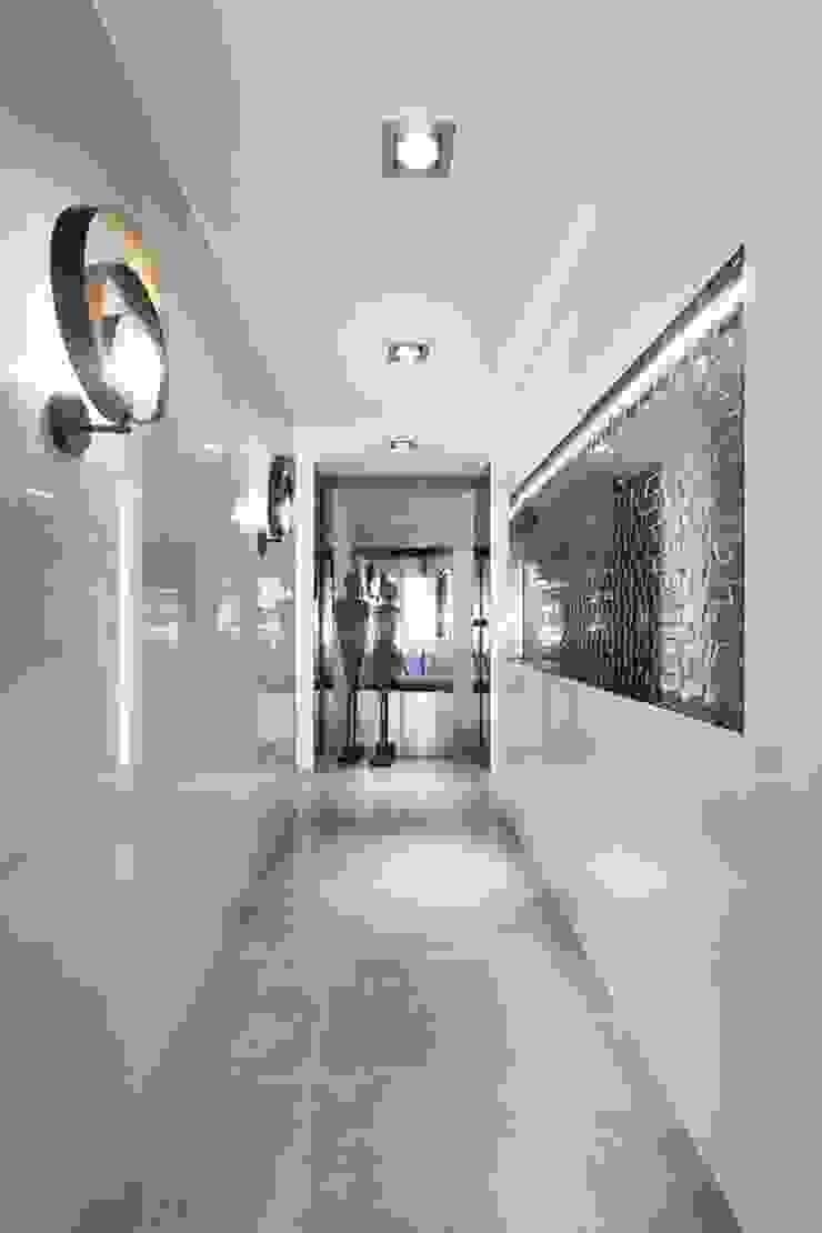 Modern Corridor, Hallway and Staircase by Ana Rita Soares- Design de Interiores Modern