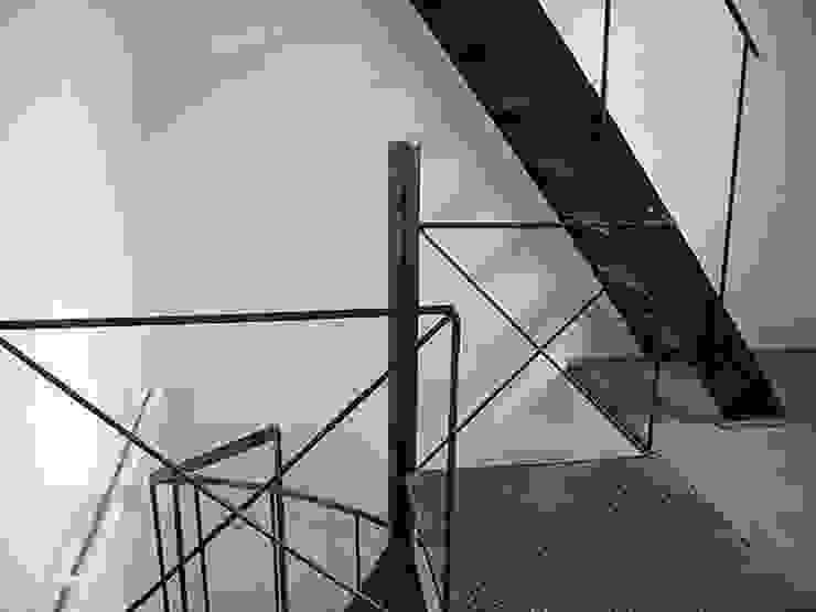 Escalier hélicoïdal en acier. ATELIER MACHLINE Escalier