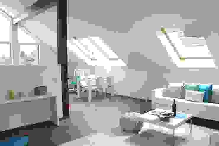 Home Staging leere Immobilie Maisonette-Wohnung Moderne Wohnzimmer von raumwerte Home Staging Modern