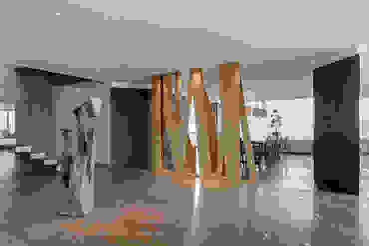 Lobby Pasillos, vestíbulos y escaleras minimalistas de ARCHETONIC / Jacobo Micha Mizrahi Minimalista