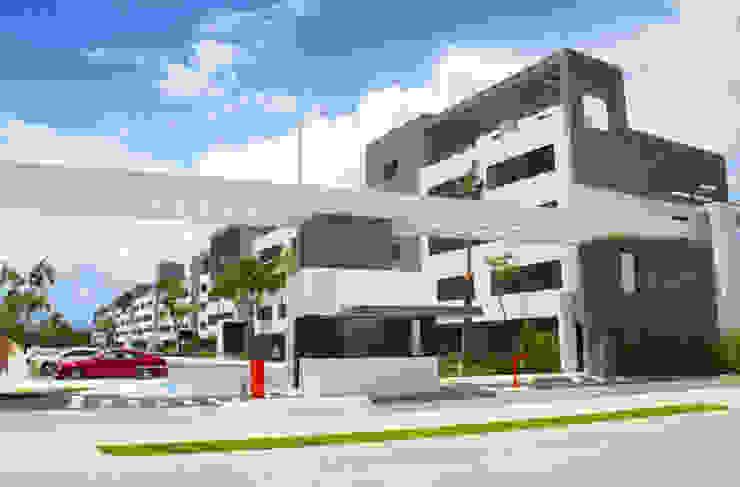 Acceso a la urbanización de gs arquitectos Moderno