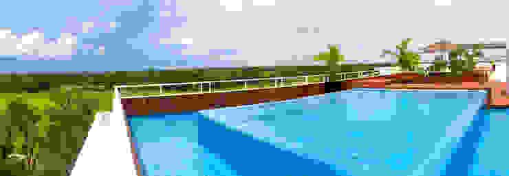 piscina en cubierta de gs arquitectos Moderno