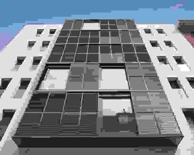 Edificio de Viviendas Casas de estilo moderno de luis álvarez torezano Moderno Caliza
