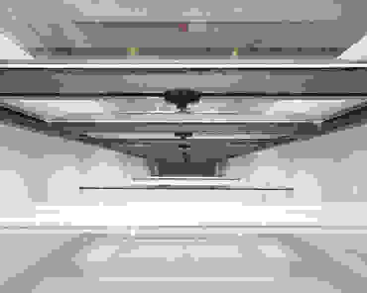Edificio de Viviendas Puertas y ventanas de estilo moderno de luis álvarez torezano Moderno Metal