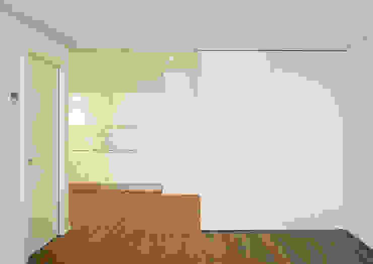 Edificio de Viviendas Cocinas de estilo moderno de luis álvarez torezano Moderno Madera Acabado en madera