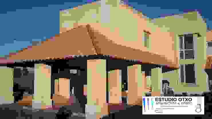 Casa Astral Casas clásicas de Estudio Otxo Clásico