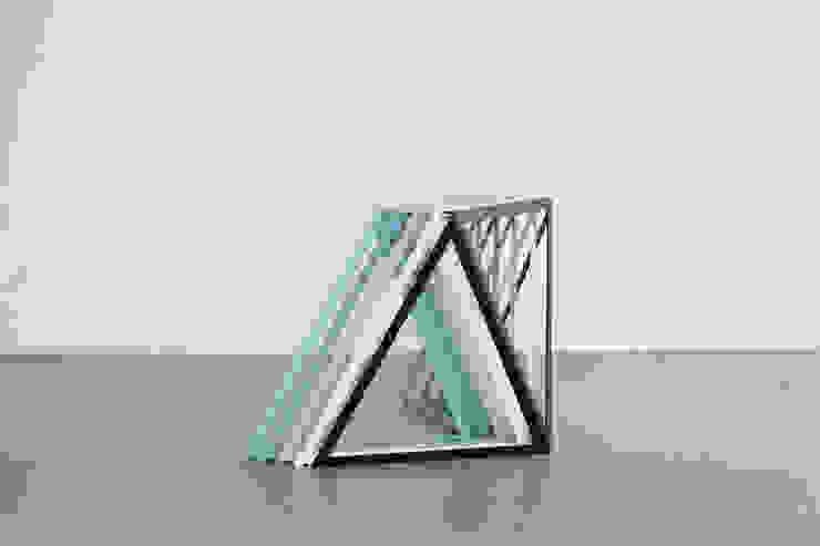 Steel Stand Table: modern  von Sebastian Scherer,Modern