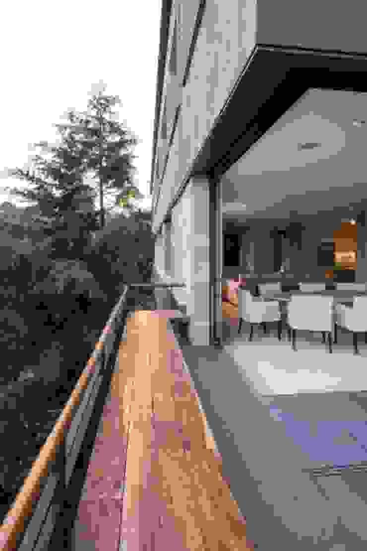 Tarraza 2 de Rhyzoma - Arquitectura y Diseño Moderno