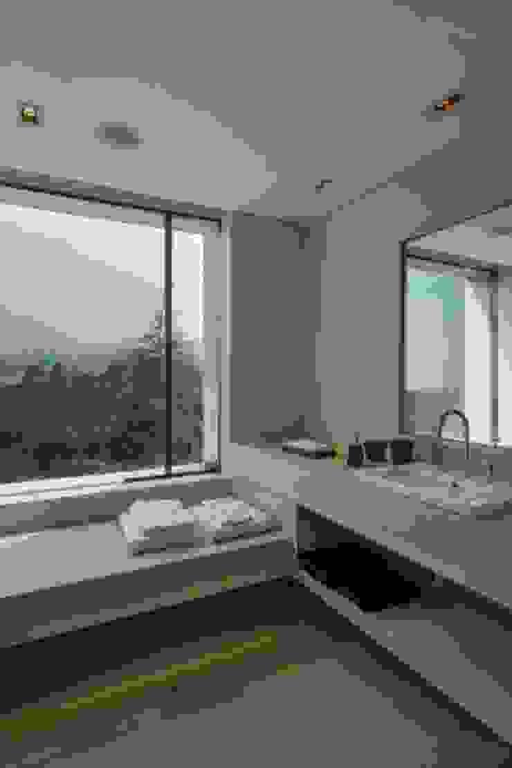 Baño Recamara 3 de Rhyzoma - Arquitectura y Diseño Moderno