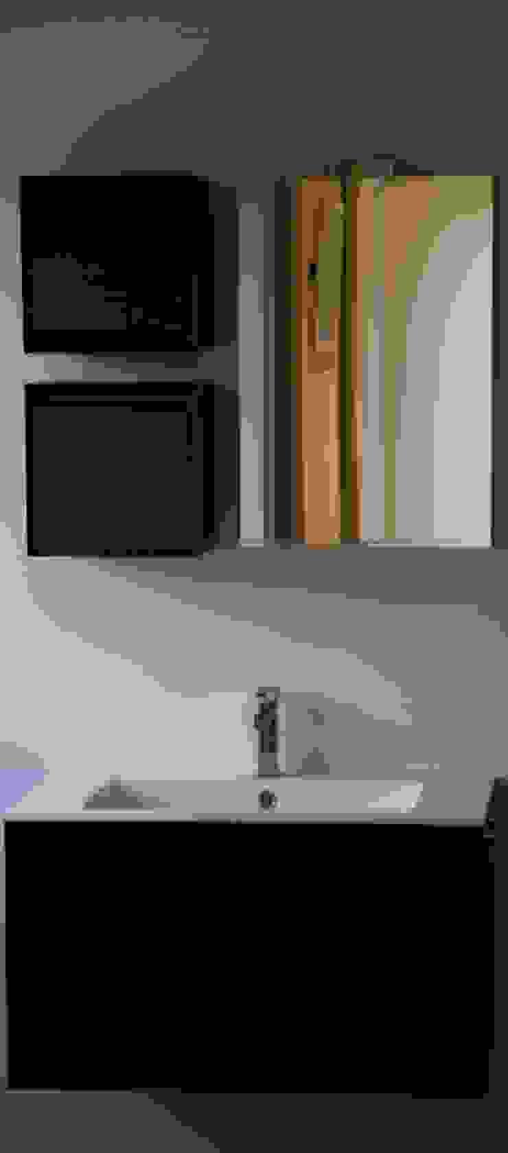 Ristrutturazione di un appartamento Bagno moderno di Geom. Stefano Feliziani Moderno