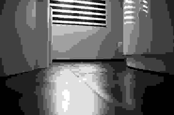 Ristrutturazione di un appartamento Pareti & Pavimenti in stile moderno di Geom. Stefano Feliziani Moderno