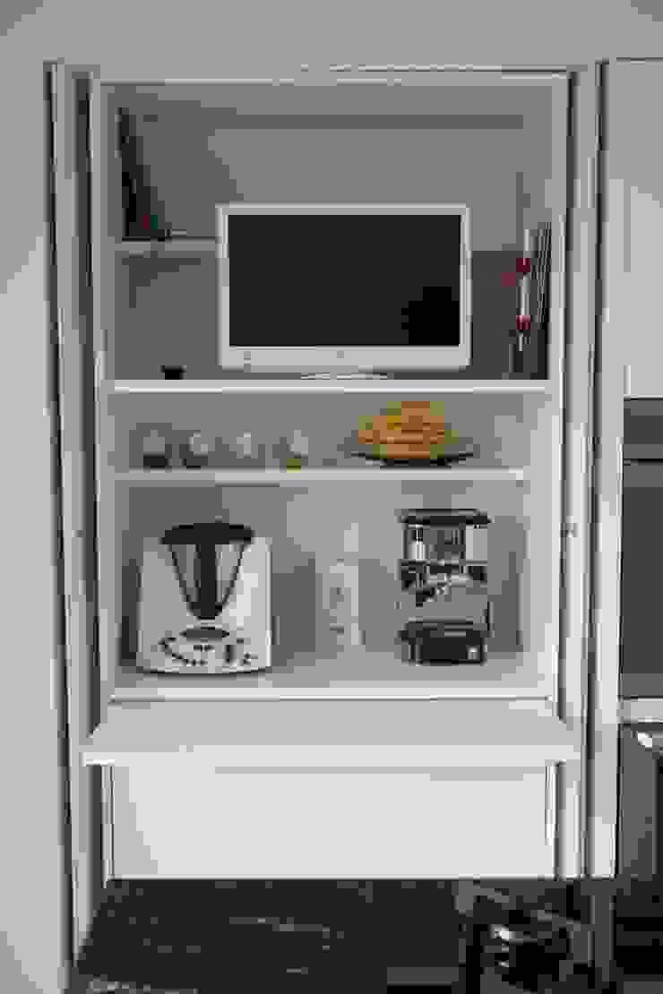 Ristrutturazione di un appartamento Cucina moderna di Geom. Stefano Feliziani Moderno