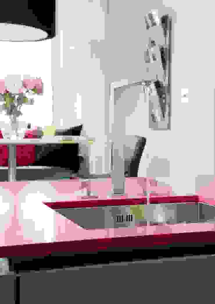 WENDY'S KITCHEN Modern kitchen by Diane Berry Kitchens Modern