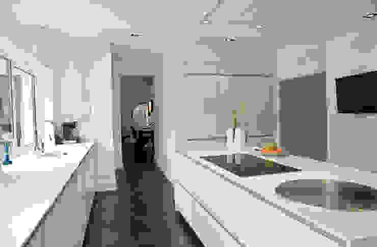 MR & MRS WAGMAN'S KITCHEN Modern kitchen by Diane Berry Kitchens Modern