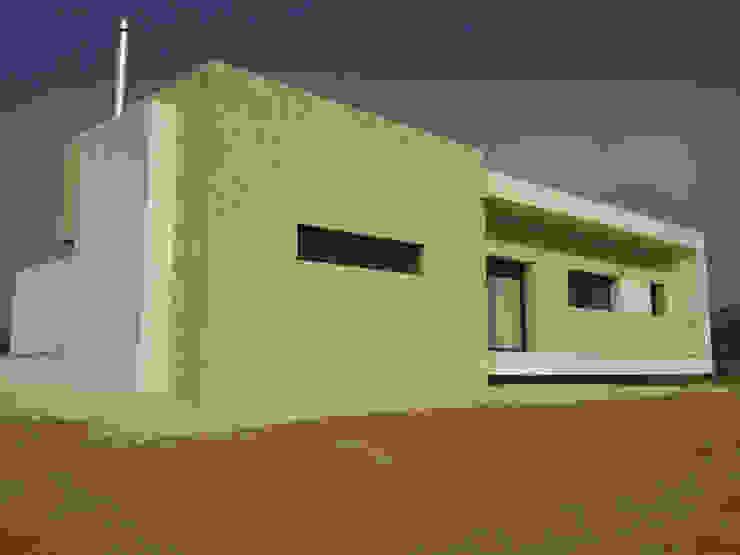 VIVIENDA UNIFAMILIAR AISLADA – ALICANTE PROVINCIA Casas de estilo moderno de mc_arch in&out design Moderno