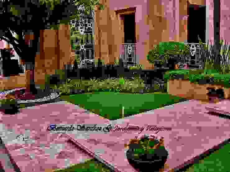Jardines de estilo moderno de NATURA Moderno