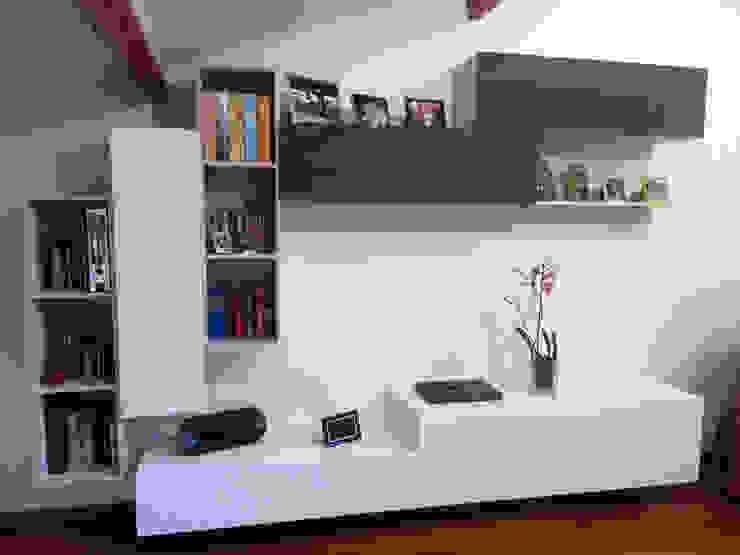 Mobile soggiorno bianco sabbia e fango di ARREDACASAOnLine Moderno